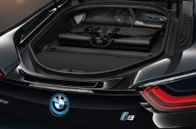 louis-vuitton-luggage-set-for-2014-bmw-i8-06-570x378