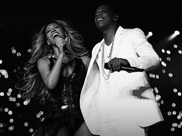 "JAY Z and Beyoncé Perform ""Forever Young/Halo"" on HBO's On The Run Tour"
