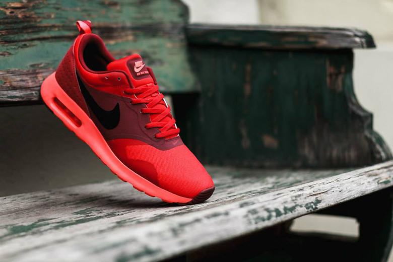 Nike Air Max Tavas University Red/Black