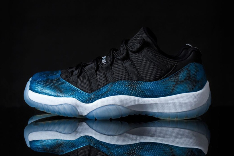 air-jordan-11-retro-low-blue-snake-custom-by-tony-chen-1