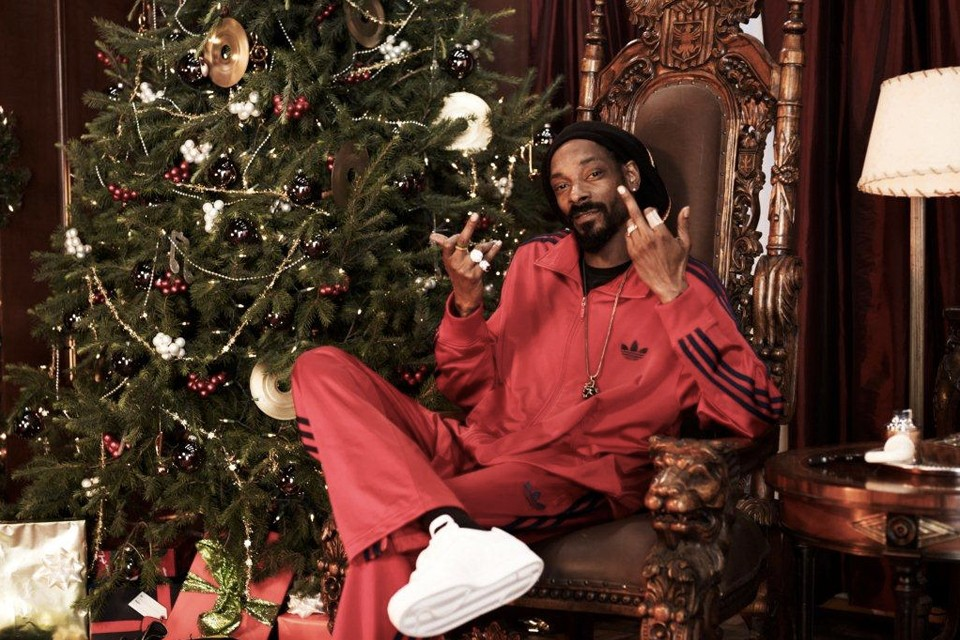 Reddit Users Got Hilarious Secret Santa Gifts from Snoop Dogg and Bill Gates