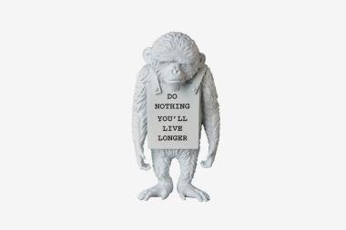 banksy-medicom-toy-monkey-sign-statue-2