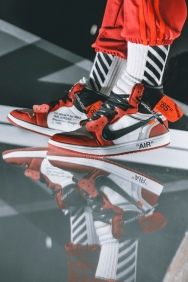 off-white-air-jordan-1-on-feet-01
