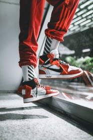 off-white-air-jordan-1-on-feet-02