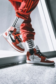 off-white-air-jordan-1-on-feet-04