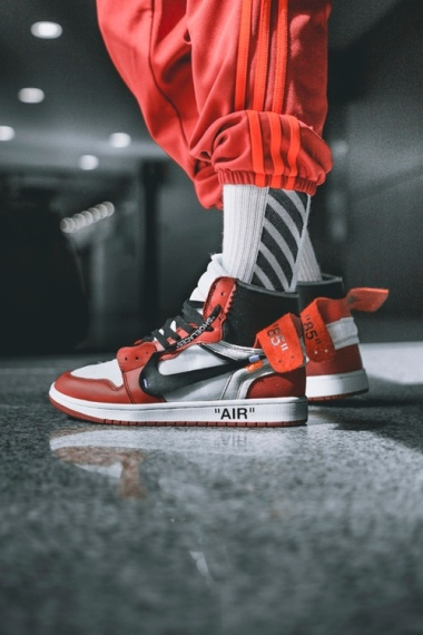off-white-air-jordan-1-on-feet-05