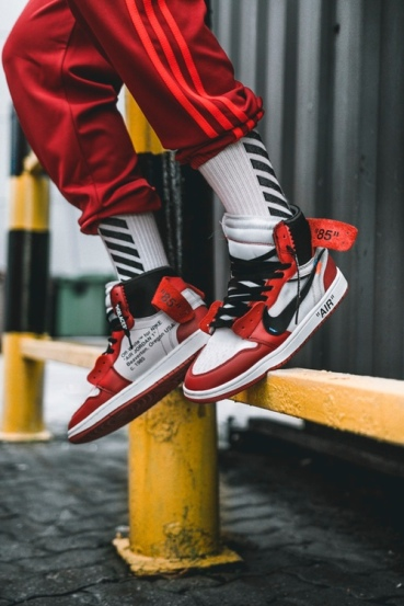 off-white-air-jordan-1-on-feet-06