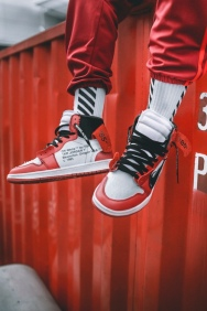 off-white-air-jordan-1-on-feet-07