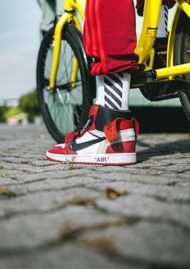 off-white-air-jordan-1-on-feet-09